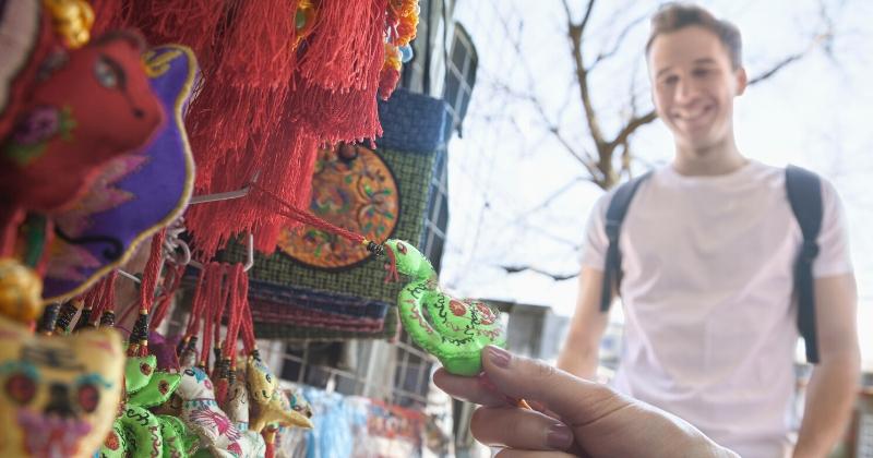 souvenirs from dubai world expo